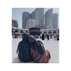 The dream will go with mother to Mekka. Мечта поехать с мамой в Мекку. Beautiful Muslim Women, Beautiful Hijab, Hijabi Girl, Girl Hijab, Islamic Images, Islamic Pictures, Muslim Girls, Muslim Couples, Muslim Family