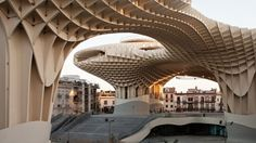 Designed to offer shade, in a city as sunny and hot as Seville*SPAIN, and so make the square which used to operate as a parking lot more livable and upbeat, offering an array of functions equally for residents and tourists. Do you think Metropol Parasol by J. MAYER H. Architects could establish itself as Seville's landmark?