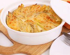 I finocchi gratinati al forno sono una ricetta classica. Questa versione è stata rivisitata per chi segue una dieta dimagrante. I finocchi sono ricchi di proprietà benefiche.
