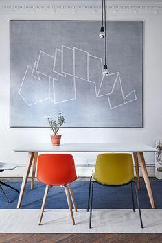 Der Tisch Lewi aus der Kollektion Contur RAUM.FREUNDE ist ein schöner Allrounder mit weiß matt lackierter Tischplatte. Der skandinavische Stil wird unterstützt von Massivholzfüßen in Eiche.#tische #esstische #möbel #einrichten #wohnen #spitzhuettl