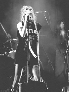 Taylor Momsen (The Pretty Reckless) - I know I pin her a lot but you know. Taylor Momson, Taylor Michel Momsen, Heavy Metal Girl, Jenny Humphrey, Reasons To Smile, Lady And Gentlemen, Pretty Reckless, Gossip Girl, Girl Crushes