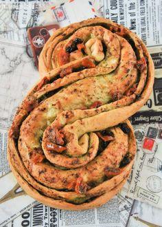 Pan relleno de pesto y tomates en aceite | L'Exquisit