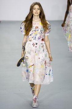 Ashish - Spring Summer 2016 Ready-To-Wear - Shows - Vogue. London Fashion Weeks, Look Fashion, Runway Fashion, Fashion Show, Spring Fashion, Ellie Saab, Evening Dresses, Summer Dresses, Free People Maxi Dress