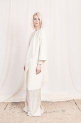 Der perfekte Mantel für jede Gelegenheit und jedes Outfit aus Biowolle von Natascha von Hirschhausen in cremeweiß. 2016  #mantel #coat #jacket #wool #ecowool #GOTS #white #allwhite #offwhite #creme #weiß #ethische #mode #modern #classic #simple #simplicity #highend #fashion #fashiondesign #design #designer #sand #ecru #minimalismus #scandinavian #pure #soft #light