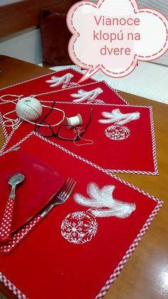 Handmademaja / Vianočné prestieranie červené Tree Skirts, Christmas Tree, Holiday Decor, Handmade, Home Decor, Teal Christmas Tree, Hand Made, Decoration Home, Room Decor