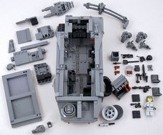 https://flic.kr/p/6v7Sb7 | Colonial Marine APC deconstructed | This is of course the Colonial Marine APC from the movie Aliens. I've made this photo to be able to point out some of the techniques used when building the MOC. I'll make some notes. Check my photostream for more pics of the APC fit for battle. (Weapons from BrickArms.)