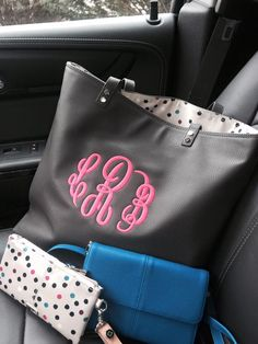 Thirty-One's New Around the Town Tote and Tons of Funds!!!! pinkbagdiva.com