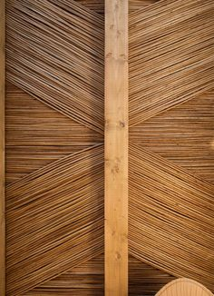 TURQUETA Restaurants by Tarruella Trenchs Studio casalibrary Ceiling Detail, Ceiling Design, Bois Iroko, Yachting Club, Bamboo Ceiling, Cow Shed, Jungle House, Coffee Shop Bar, Natural Building