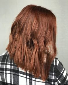 From deep reddish browns to warm gingers, the variety of auburn hair colors at your disposal is endless! This collection of auburn hues is sure to inspire you to go red. 80 Auburn Hair Color Ideas in 2018 for Red-Brown Hair. Red Highlights In Brown Hair, Red Brown Hair Color, Brown Hair Shades, Hair Color Auburn, Brown Blonde Hair, Light Brown Hair, Light Hair, Cool Hair Color, Color Red