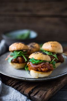 Vegan BBQ Spaghetti Squash Sliders with Pickled Onions and Arugula- a delicious healthy Super Bowl recipe! Popular Appetizers, Healthy Appetizers, Appetizers For Party, Bbq Spaghetti, Vegan Spaghetti Squash, Homemade Pickles, Pickled Onions, Bruschetta, Vegetarian Recipes