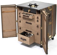 Luxuous mobile kitchen for the French chef Yannick Alléno by Moynat.
