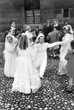 """""""Whoever eats my flesh and drinks my blood remains in me and I in him."""" Jesus Christ (John 6:56) // Eucharist joy / First Holy Communion / La primera Comunión, Venecia, Italia – David Seymour, 1951 // #girls"""