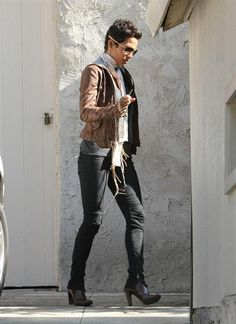 Dear Halle Berry, I wish I could look as good as you w/short cropped hair! Love her casual look!