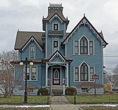 Springfield IL - A Beautiful Victorian, Old Aristocracy Hill by myoldpostcards, via Flickr