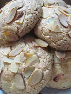 Macaroons cookies are a favorite cookie for many people. Some prefer coconut macaroons made from dessicated coconut and others like the French almond macaron made with almond flour. Greek Desserts, Cookie Desserts, Cookie Recipes, Dessert Recipes, Italian Almond Cookies, Almond Meal Cookies, Almond Paste Cookies, Almond Macaroons, Macarons