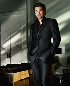 Patrick Dempsey pour Versace : les photos de la campagne so handsome.a well dressed man with a head full of dark hair.phewww will always get me! Every time! Patrick Dempsey, Sharp Dressed Man, Well Dressed Men, Mode Masculine, Black Suits, Black Men, Style James Bond, Fashion Mode, Mens Fashion