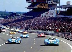 Photo gallery from the 1972 24 Hours of Le Mans, the round of the World Sportscar Championship and the running of the famed race. Sports Car Racing, Road Racing, Sport Cars, Auto Racing, 24h Le Mans, Le Mans 24, Nascar, Circuit Du Mans, Sport En France