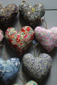 Les coeurs de Célestine ! J'adore ! Liberty Art Fabrics, Liberty Of London Fabric, My Liberty, Liberty Print, Lavender Bags, Christmas Hearts, Fabric Hearts, Heart Decorations, Diy Craft Projects