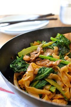 Thai stir fried noodles, a very popular Thai Street food, with chicken and Chinese Broccoli (kai-lan). On the table in 15 minutes.