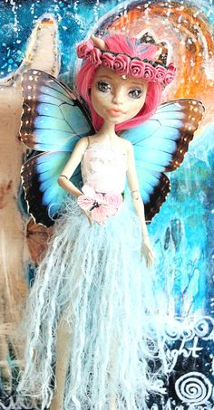 My first monster high repaint and it´s a fairy of course.