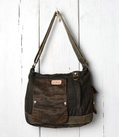 With utilitarian styling and a vintage, military-inspired design, this cross body bag will be at your side for years to come. TRAPPER JOHN's waxed canvas is water resistant and protects your personal items in any weather.
