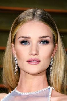 25 of the best celebrity pouts for that perfect kissy-face selfie: Rosie Huntington-Whiteley