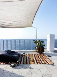 A HOME IN ITALY FACING THE ADRIATIC SEA | THE STYLE FILES