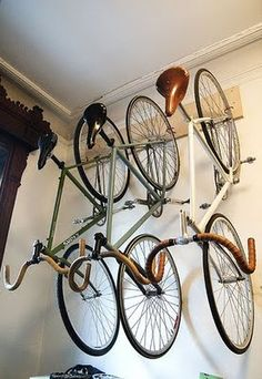 Fixie bike rack ideas for 2019 Hanging Bike Rack, Bicycle Hanger, Bike Hooks, Velo Vintage, Vintage Bicycles, Road Bikes, Cycling Bikes, Pimp Your Bike, Bike Storage Solutions