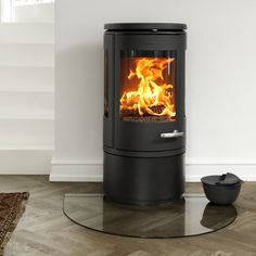Morsø has teamed up with talented Danish designer Monica Ritterband to create a new cast-iron wood burning stove that is beautiful, innovative and practical. A
