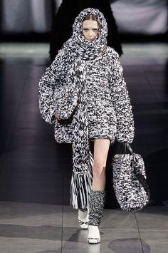 Dolce & Gabbana Fall 2020 Ready-to-Wear Fashion Show Collection: See the complete Dolce & Gabbana Fall 2020 Ready-to-Wear collection. Look 120 Fashion 2020, Runway Fashion, Fashion Brands, Fashion Show, Fashion Outfits, Womens Fashion, Knitwear Fashion, Knit Fashion, Moda Crochet
