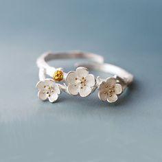 Plata esterlina anillo de flores de ciruela, Plum Blossom anillo, anillo de flores de plata, anillos, joyas anillos de plata, ciruela, flor de la joyería, regalo para ella de SilverUniqueJewelry en Etsy https://www.etsy.com/es/listing/273714756/plata-esterlina-anillo-de-flores-de #accesoriosdebisuteria #accesoriosbisuteria #accesoriosmujer #bisuteria #bisuterias #argentina