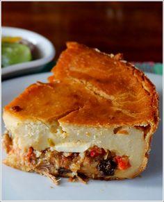 La polenta criolla es quizás uno de los platos más antiguos de la gastronomía venezolana. Aunque se prepara en todo el país, la más afamada es la que se prepara en Montalbán, estado Carabobo. En un viejísimo inventario de platos criollos cuya tradición arranca desde la Colonia, durante la cual gozó de fama y aprecio en gentes aristócratas. Por sus ingredientes tiene cierto parentesco con las empanadas y las hallacas; son famosas del Edo Carabobo Venezuela