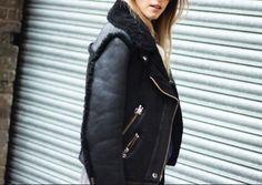 f786713654ab Acne Jakke i sort. Udlejer denne smukke rulams jakke fra Acne
