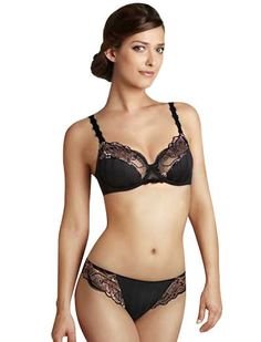 Picturesque yet practical, we love how the Simone Perele Amour Full Cup Bra frames your bust.