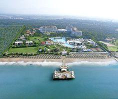 Noch Fragen? Das Ela Quality Resort Belek ist ohne Frage ein Hotel der Luxusklasse, direkt am knapp 300 Meter langen Sandstrand. Mit riesig großer Poollandschaft und 4.500qm großem Spa-Bereich, Golfplätze und Kinderbetreuung ausgestattet steht dem Traumurlaub nichts mehr im Weg!