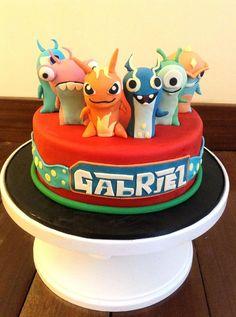 Birthday Cakes - Slug terra themed fondant cake.