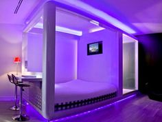 Tiny hotel room   Qbic Hotel Amsterdam