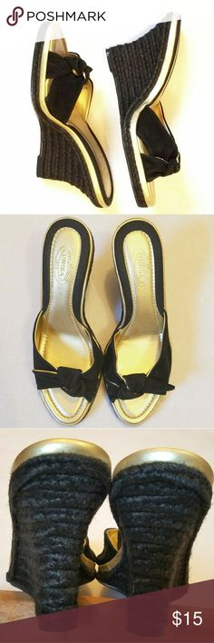 Unisa Rope & Canvas Black Gold w/Tie Accent Sz 8.5 EUC, worn a couple of times. Beautiful & elegant. Who can stop you with these shoes & a fresh mani pedi!!?? Unisa Shoes
