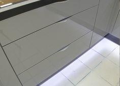 Delikatne uchwyty kuchenne Tile Floor, Flooring, Kitchen, Design, Top, Cuisine, Tile Flooring, Kitchens, Hardwood Floor