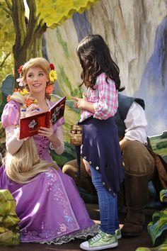 Disneyland Park, Fantasyland - Rapunzel With A Little Girl, Disneyland Paris