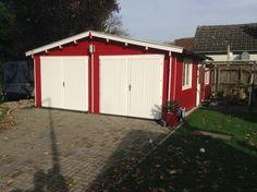 Auch eine schlichte Garage, hier Modell D-70 ISO wird mit der Farb-Kombination Falunrot und Weiß zum Hingucker!