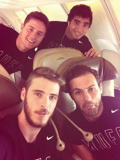 Ander Herrera, Rafael Da Silva, David De Gea & Juan Mata lean in for a pic on their plane.