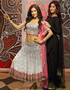 Photo: Katrina Kaif enters Madam Tussauds Museum,Katrina has now become one of those celebrities whose wax mannequin is imposed on Madame Tussauds museum, Bollywood Actress Hot Photos, Indian Bollywood Actress, Bollywood Fashion, Indian Actresses, Bollywood Gossip, Indian Celebrities, Bollywood Celebrities, Couple Wedding Dress, Deepika Padukone Style