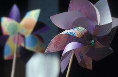 和紙を使って作るとより涼やかで和を感じさせますね。千代紙を使えば柄が生きてとてもきれいです。 Hanabi, Kids Events, Japan Fashion, Paper Crafts, Japan Style, Outdoor Decor, Children, Young Children, Boys