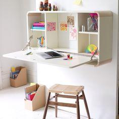 Algún día le haré un escritorio asi a Sofi :D