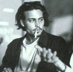 Discovered by rosie 。*✧. Find images and videos about johnny depp, cigarette and Allen Ginsberg on We Heart It - the app to get lost in what you l. Johnny And Winona, Young Johnny Depp, Johnny Depp Movies, Johnny Depp Smoking, Junger Johnny Depp, Estilo Hipster, Cigarette Aesthetic, Best Beauty Tips, Captain Jack