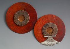 Jesse Bert Pins: Techumbres, 2014 Cobre, óleo, mica, plata, marfil, objetos encontrados 6 x 0.5 cm