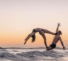 50 Amazing Couple Yoga Poses You Should Try With Your Love - Page 32 of 50 - Chic Hostess Yoga Girls, Partner Yoga, Yoga Dance, Dance Poses, Couples Yoga Poses, Kundalini, Yoga International, Fitness Armband, Different Types Of Yoga