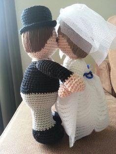 Kussend bruidspaar, naar een patroon van Christel Krukkert