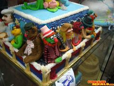 Someone please make this for my birthday!!  Muppets Cake...seriously amazing